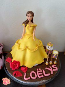 gâteau poupée Belle en pâte à sucre